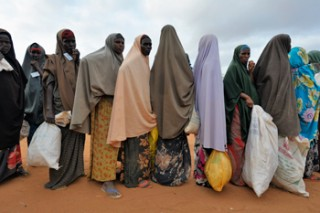 Women line up for food distributions at the Dadaab refugee camp. Photo: Paul Jeffrey