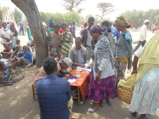 Food assistance recipients in Ethiopia. (Photo: Canadian Foodgrains Bank)
