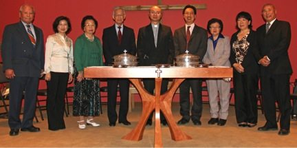 Presentation of wing communion table